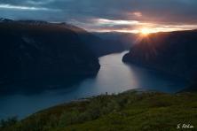 Aurlandsfjord im Sonnenuntergang