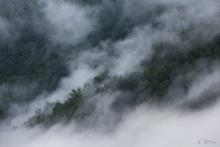 Die Wolken liegen tief in den Tälern